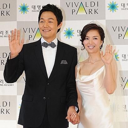 パク・ソンウン(35)、シン・ウンジョン(34) カップルの結婚式
