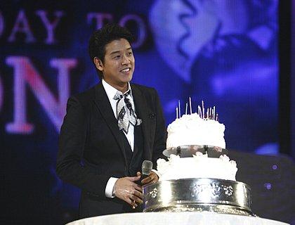 リュ・シウォン、海外ファン集めバースデーファンミ「40で結婚」