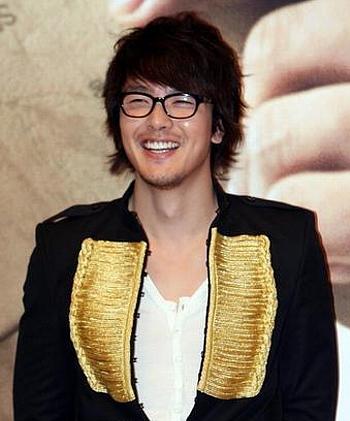 韓国俳優 パクヨンハ