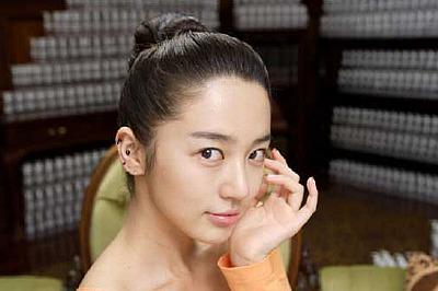 韓国女優ユン・ウネのすっぴんCM